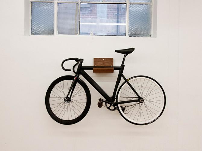 porte v lo mural en bois make dopcladopcla. Black Bedroom Furniture Sets. Home Design Ideas