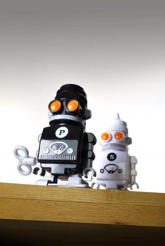 Salière et poivrière de Suck UK en forme de robot